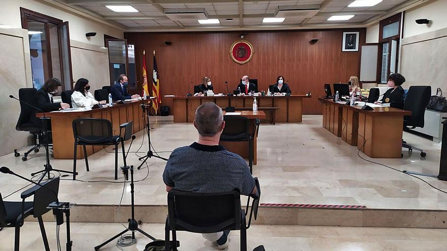 Condenado a 14 años de cárcel un profesor de Palma por abusos sexuales a cinco alumnas