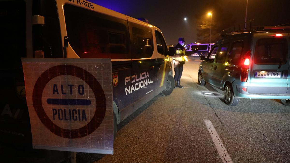 Imagen de archivo de un control realizado por la Policía Nacional de Castellón en la capital de la Plana.