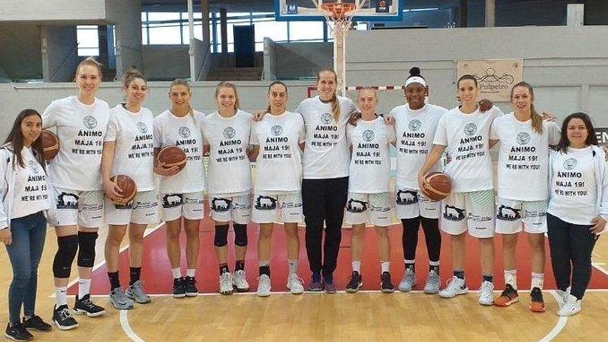 Las jugadoras muestran su apoyo a su compañera Felixova, lesionada.
