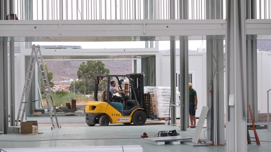 Las aulas prefabricadas del IES Azorín de Petrer sufren un nuevo retraso