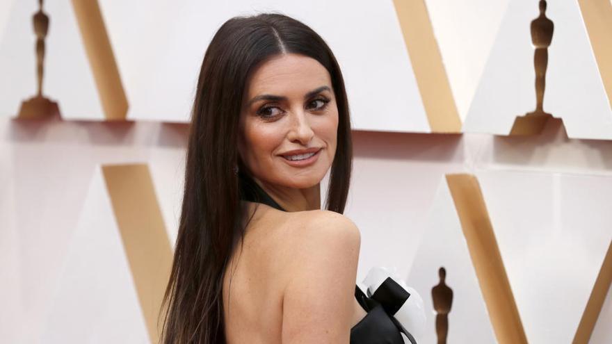 El rímel que no puedes dejar de tener y que llevó Penélope Cruz en los Oscars