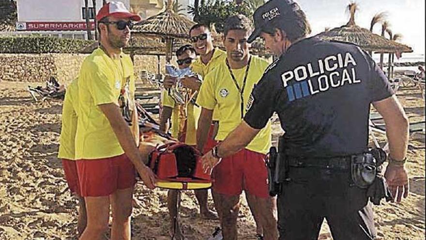 Ejercicio de coordinación en la playa de Cala Bona