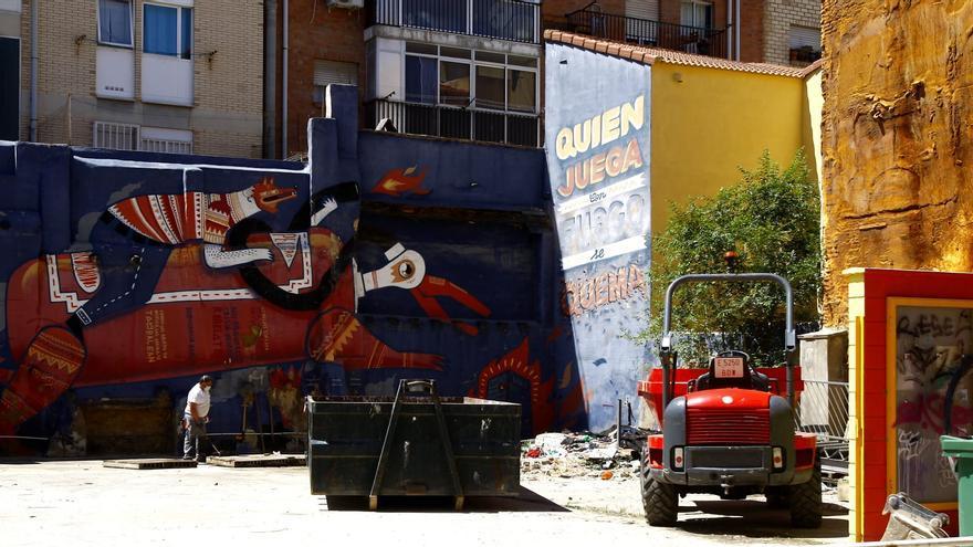 El Ayuntamiento de Zaragoza desmantela el solar del circo social de Las Armas