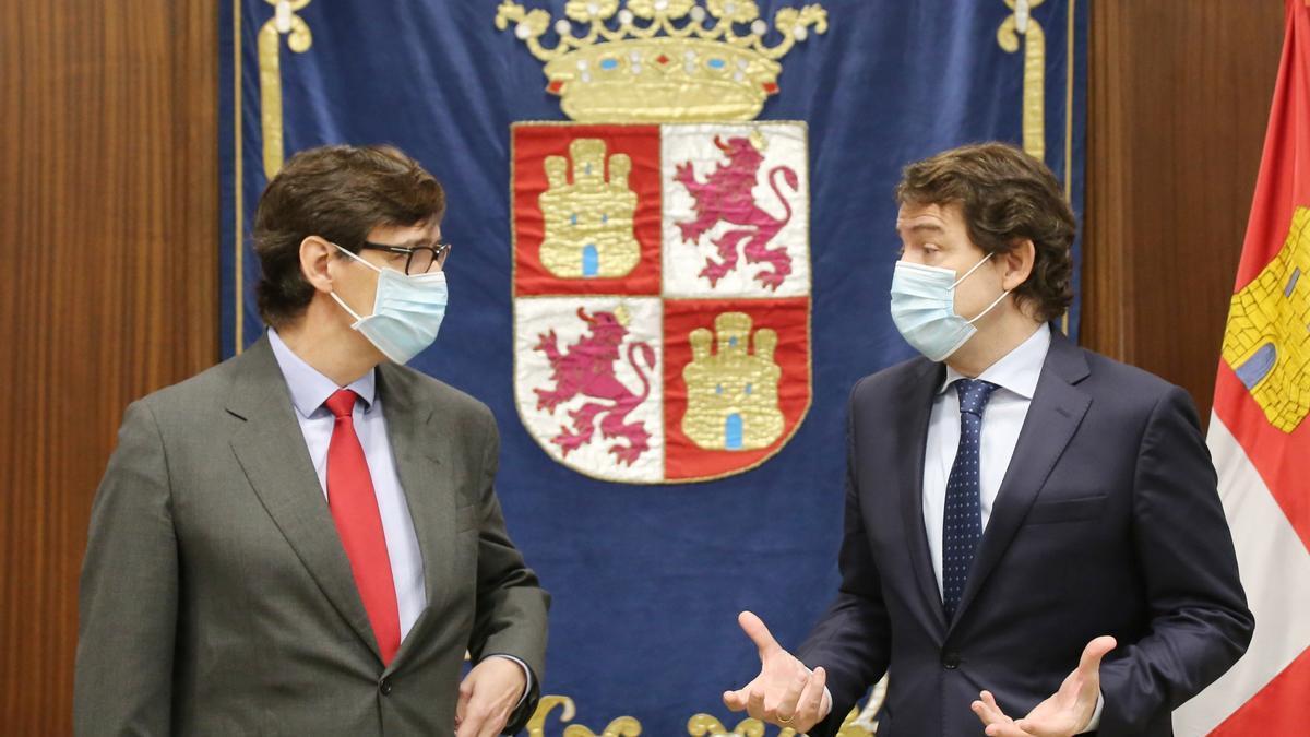 El ministro de Sanidad, Salvador Illa, junto al presidente de la Junta de Castilla y León, Alfonso Fernández Mañueco.