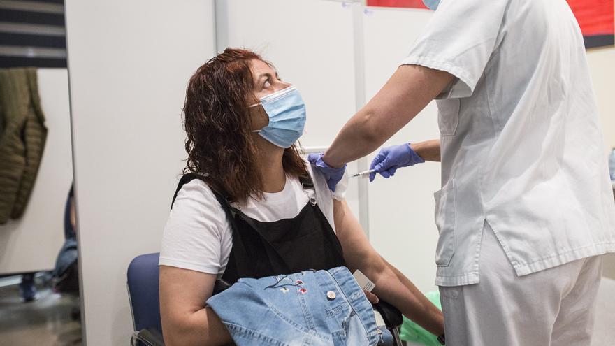 Vacunación masiva para menores de 50 en junio.