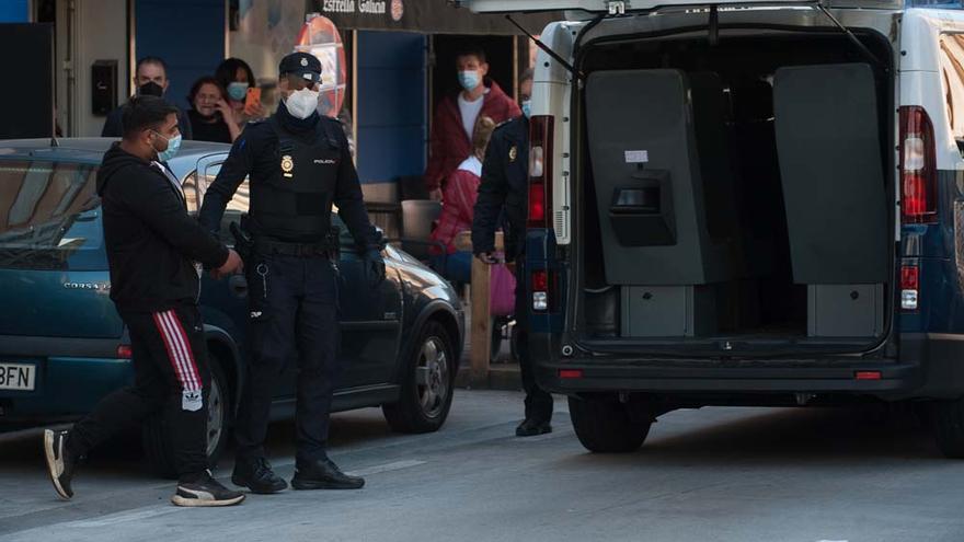 Prisión provisional para dos de los tres detenidos ayer en A Coruña por retener a una menor vendida por sus padres