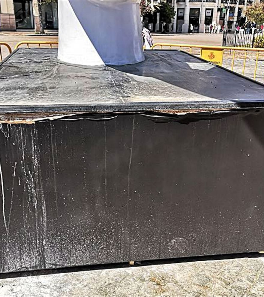 El pebetero de las Fallas empieza a sufrir desperfectos al mes de ser plantado en la plaza