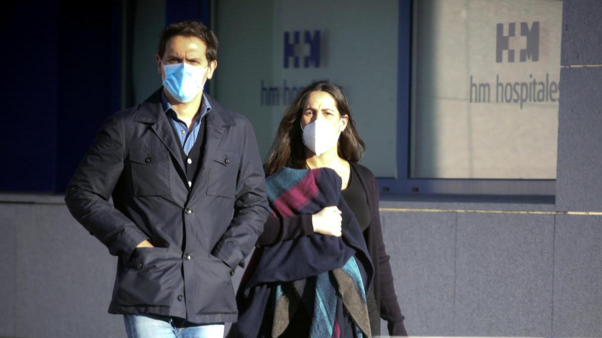 Malú y Rivera, a su llegada al hospital