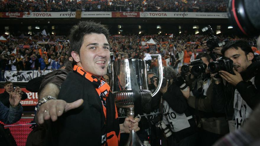 Se retira David Villa, leyenda del VCF y mejor delantero español de la historia
