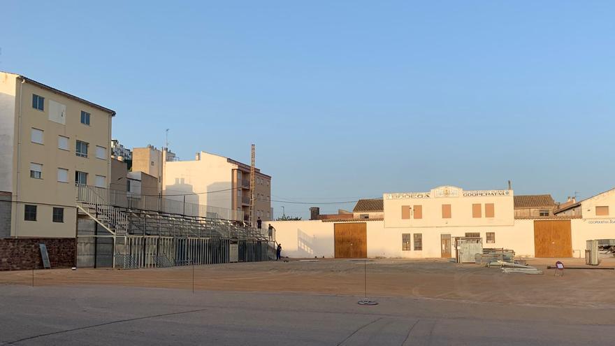 Vilafamés última la instalación de la plaza portátil para los festejos taurinos