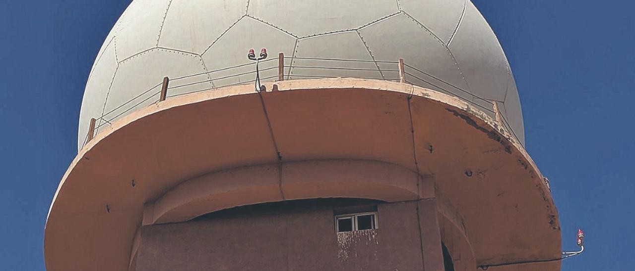 Imagen de la torre del radar del aeropuerto de Gran Canaria.