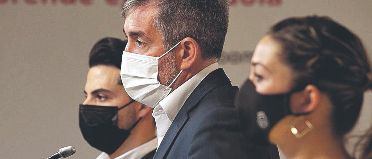 Fernando Clavijo junto a David Toledo y Verónica Meseguer.     CARSTEN W. LAURITSEN
