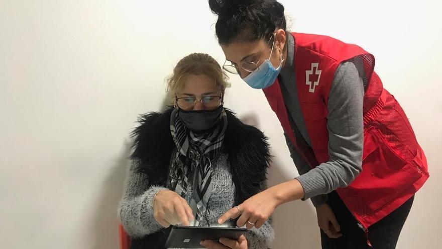 Roses participa al projecte d'Alfabetització Digital de Creu Roja