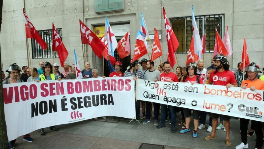 Los bomberos de Vigo desconvocan su huelga tras 18 meses