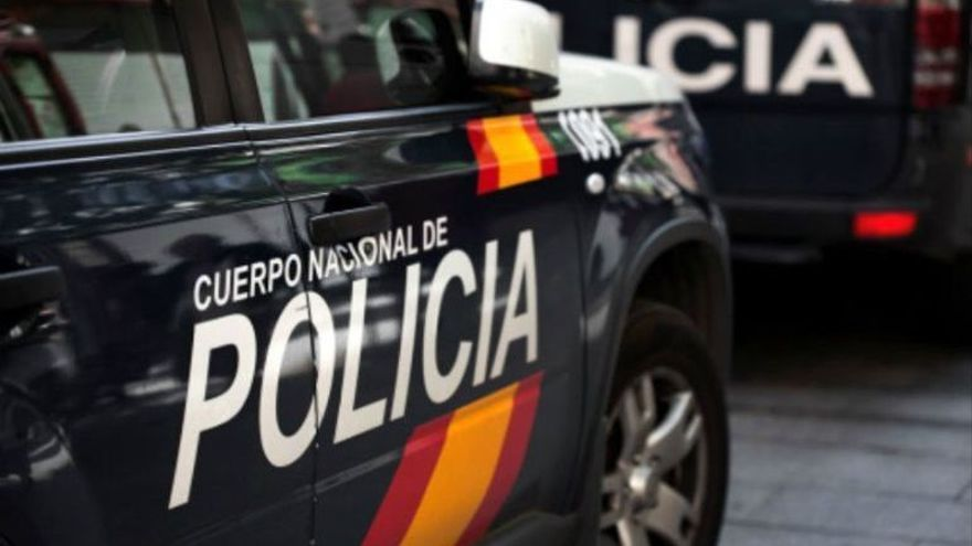 Muere una niña de 7 años al caerle encima una estructura metálica en Estepona