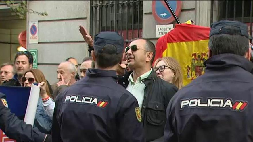 Artur Mas, recibido en Madrid entre insultos de falangistas