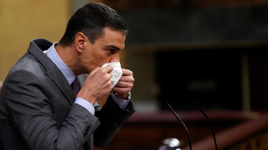 """Sánchez mantiene el objetivo de vacunar con """"total garantía y seguridad"""" al 70% de población en septiembre"""