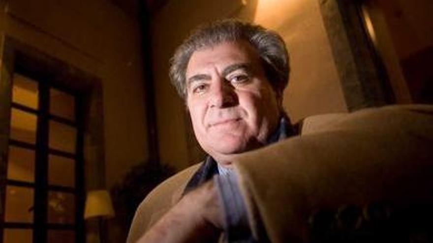 El exministro César Antonio Molina se presenta en Avilés como poeta