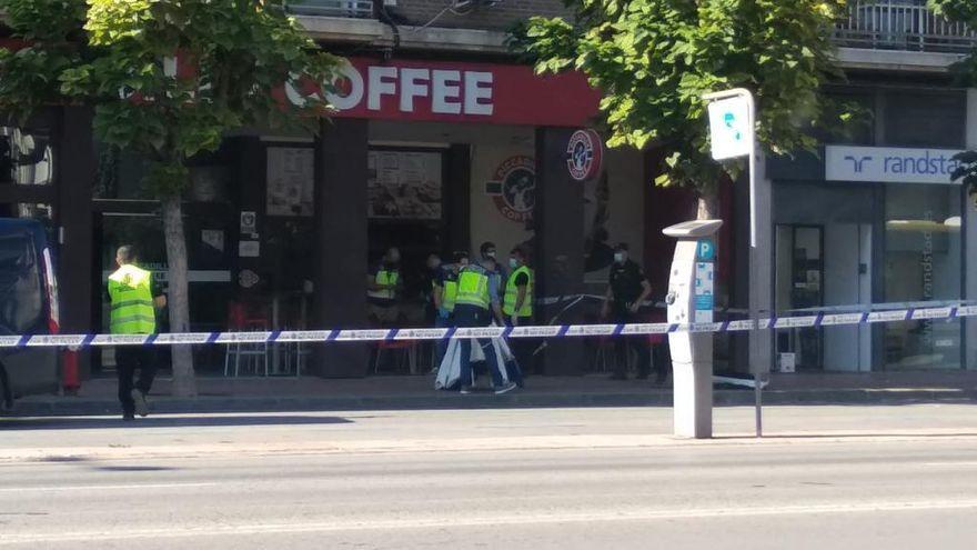 Investigan la muerte de un hombre en plena calle en Murcia