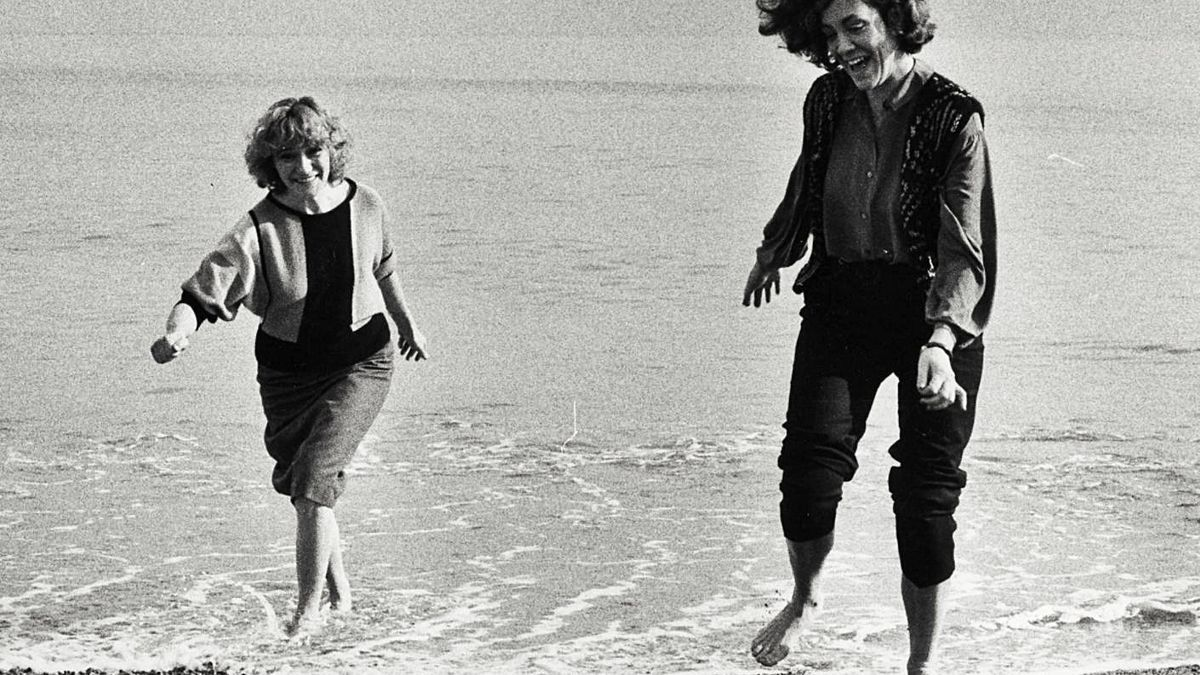 Isabel-Clara Simó i Montserrat Roig, l'any 1984 fotografiades per Pilar Aymerich.  | ARA LLIBRES