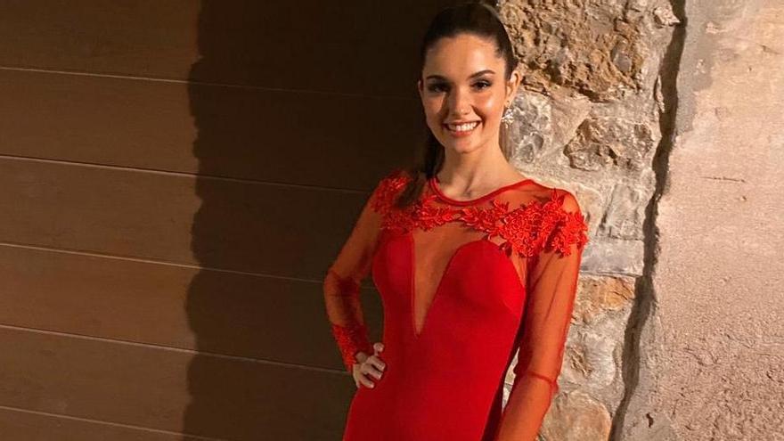 Carla López Alejos, Miss Mundo Zamora, vestida para la prueba Top Model del concurso.
