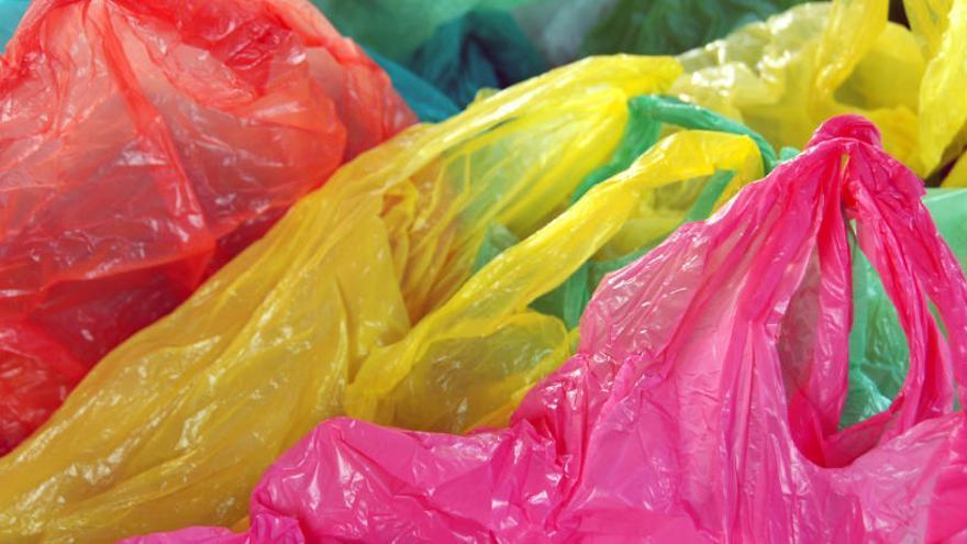 Las bolsas de plástico empiezan a cobrarse a partir de este domingo
