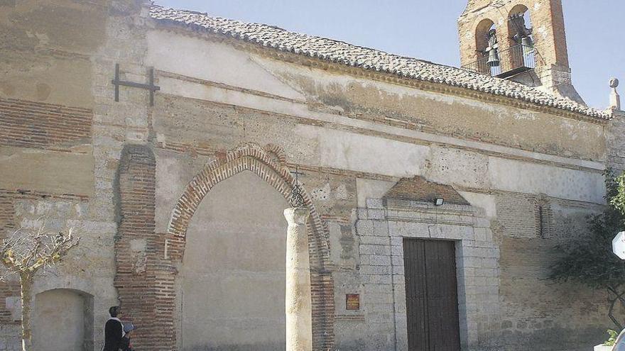 Fachada principal de la iglesia de Santa María de Arbas de Toro que ha sido incluida en el estudio impulsado por la consejería de Cultura.