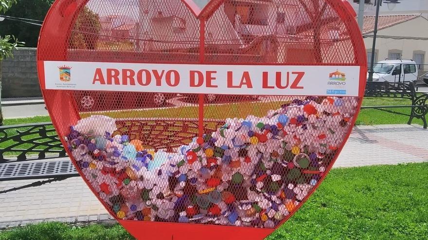 Arroyo de la Luz instala para fin social sus corazones solidarios