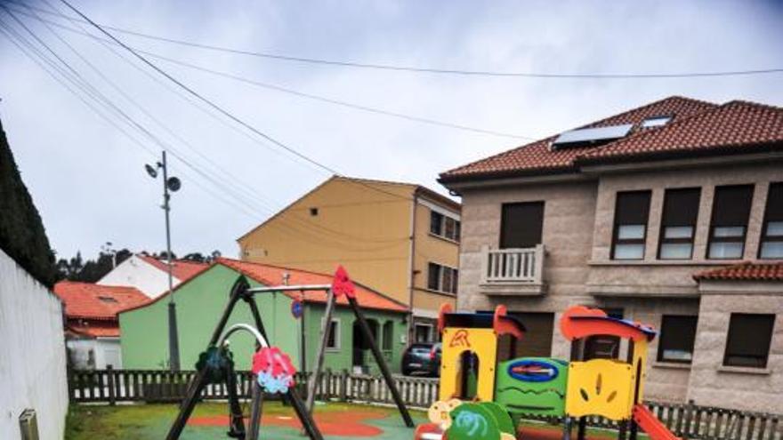 A Illa saca a licitación la remodelación de tres parques infantiles muy degradados