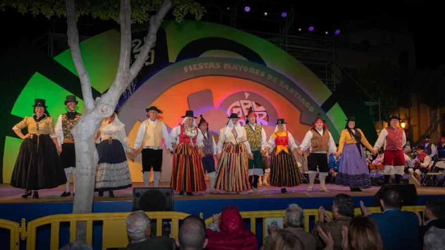 El Festival de Surco y Arado inicia la semana de folclore en la Plaza de Santiago de Gáldar