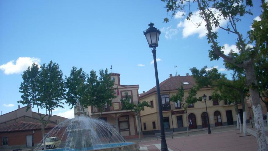 Coronavirus en Zamora: La alcaldesa de Moraleja del Vino ruega que la basura se deje dentro del contenedor