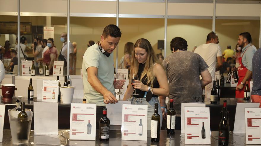 Alicante Gastronómica y los sumilleres de la Comunidad distinguen vinos de 38 bodegas con 21 medallas de oro y 32 de plata