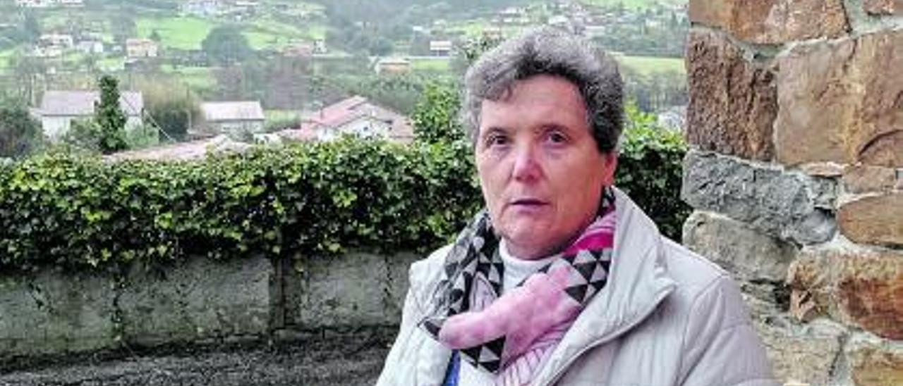 María Díaz Fidalgo, en su vivienda de Piedras Blancas (Castrillón).   S. Arias