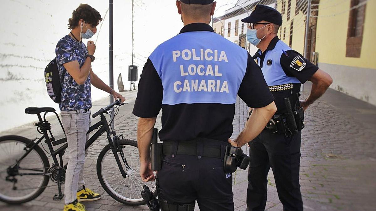 Controles de policía en La Laguna.