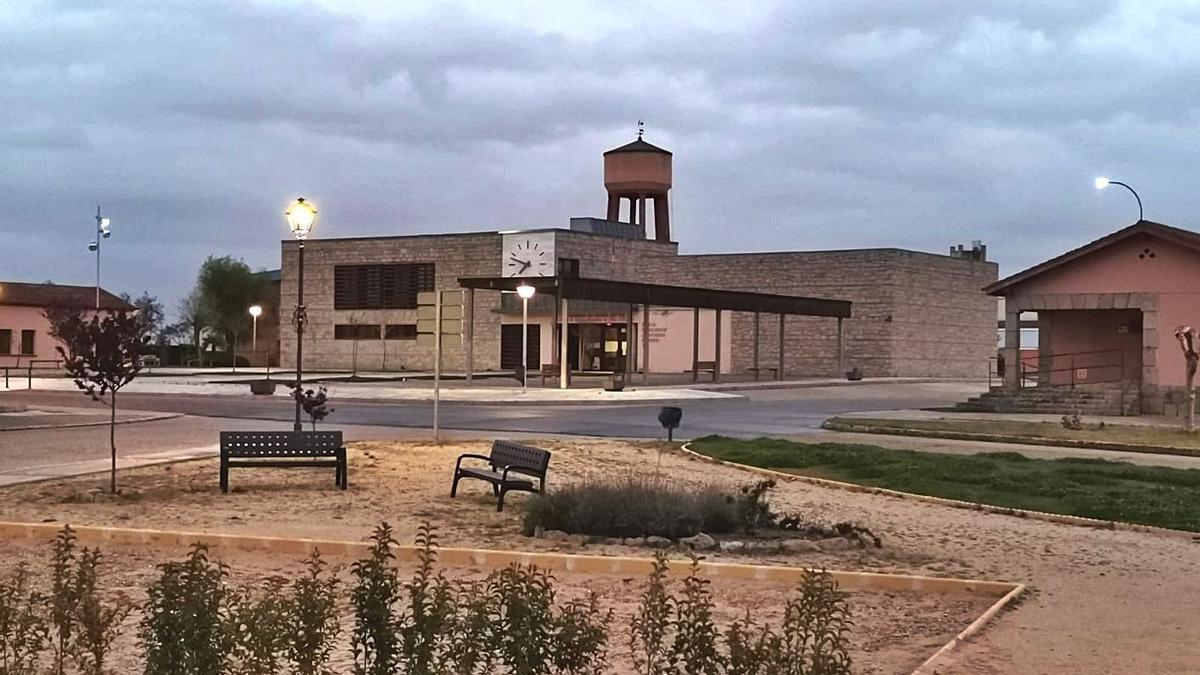 Edificio de servicios múltiples del Ayuntamiento de Muelas.   Ch. S.