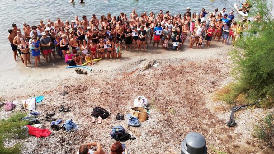 Protestschwimmen gegen Hafenerweiterung in Costa dels Pins