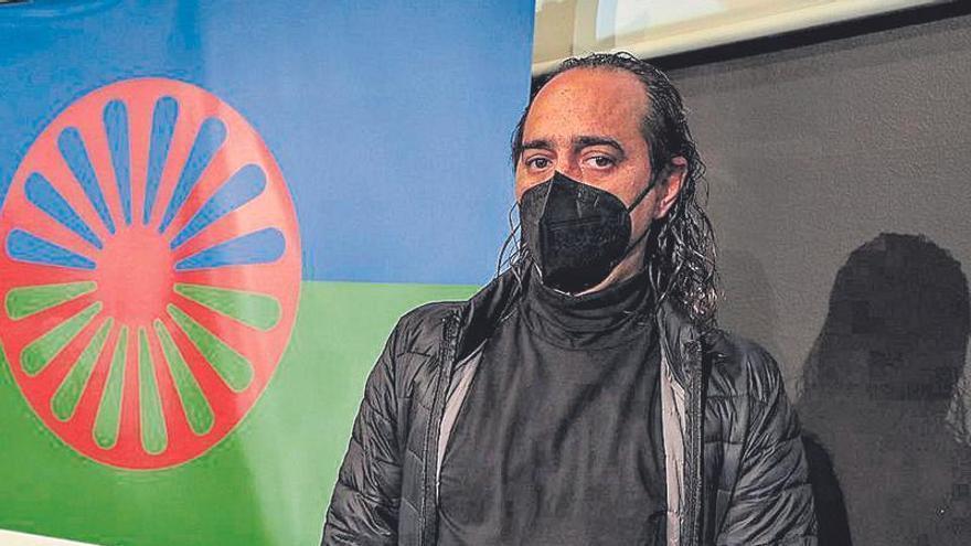 Isaac Montoya: «Faltan recursos en educación, empleo y vivienda para la inclusión gitana»