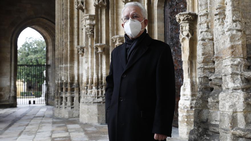 """""""Llevo 45 años de canónigo penitenciario en Oviedo y siete de exorcista, que impone un poco"""""""