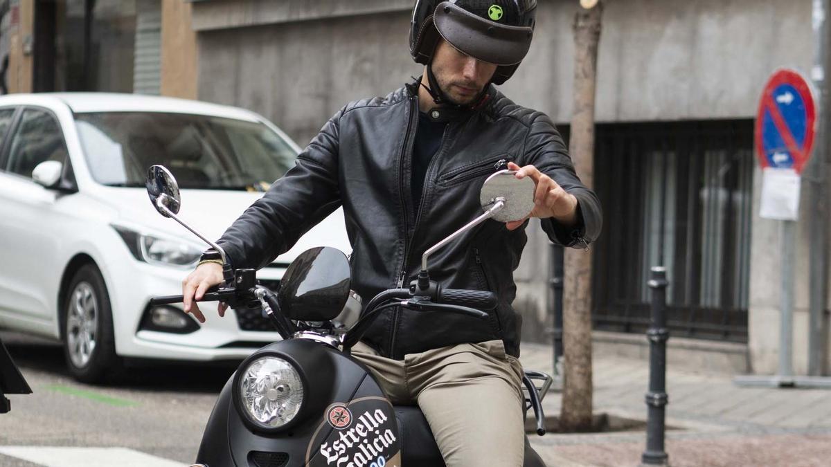 Estrella Galicia pone en la calle 150 motos eléctricas de la mano de la startup Velca.