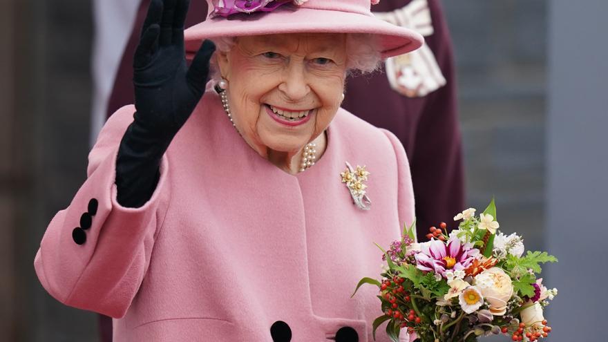 Isabel II estuvo una noche en el hospital para realizarse exámenes