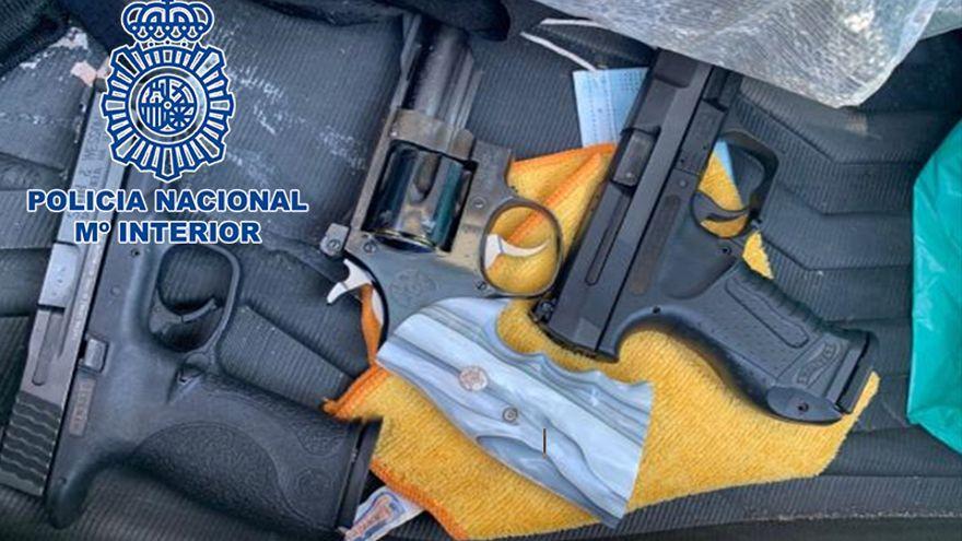 """La Policía Nacional detiene in fraganti a un grupo especializado en dar """"vuelcos"""" a narcotraficantes"""