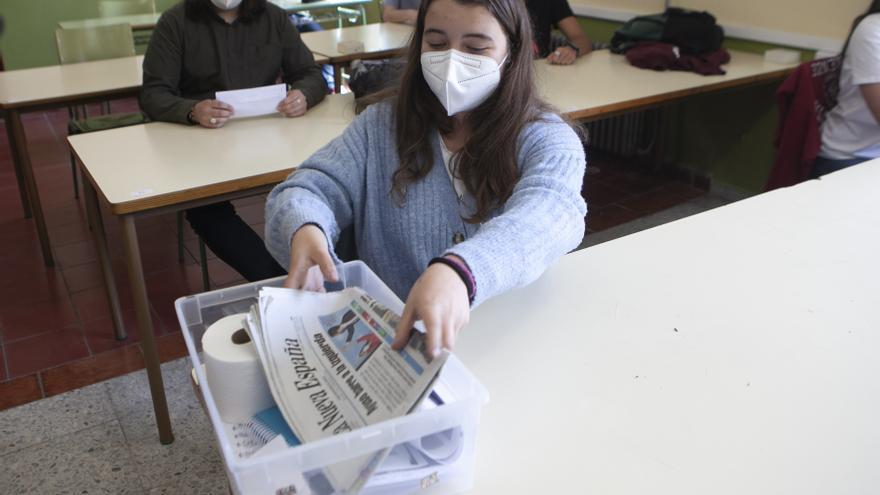 """El IES Aramo de Oviedo sepulta el mal año del covid en una """"cápsula del tiempo"""""""