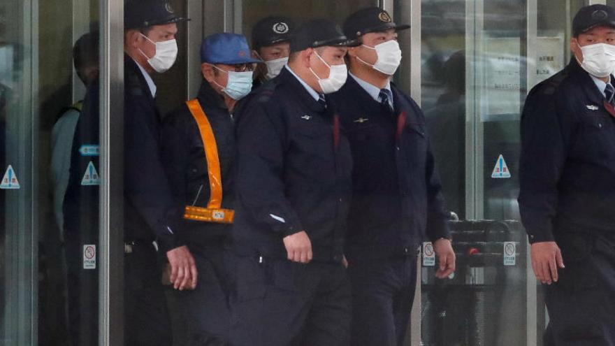 Carlos Ghosn sale de prisión tras quedar en libertad bajo fianza