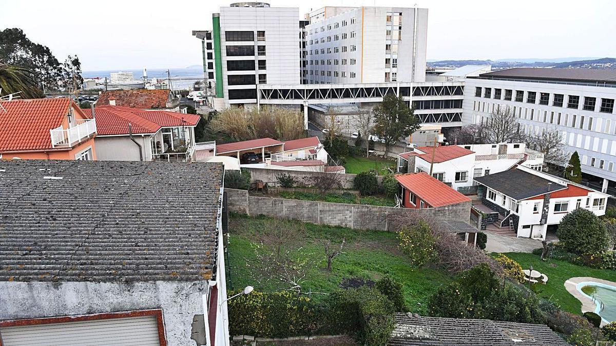 Viviendas afectadas por la ampliación del hospital.     // CARLOS PARDELLAS