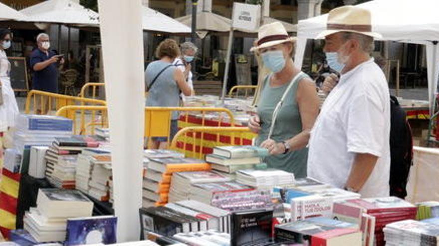 Aquests són els llibres que lideren les vendes de ficció i no-ficció en català a les portes de Sant Jordi