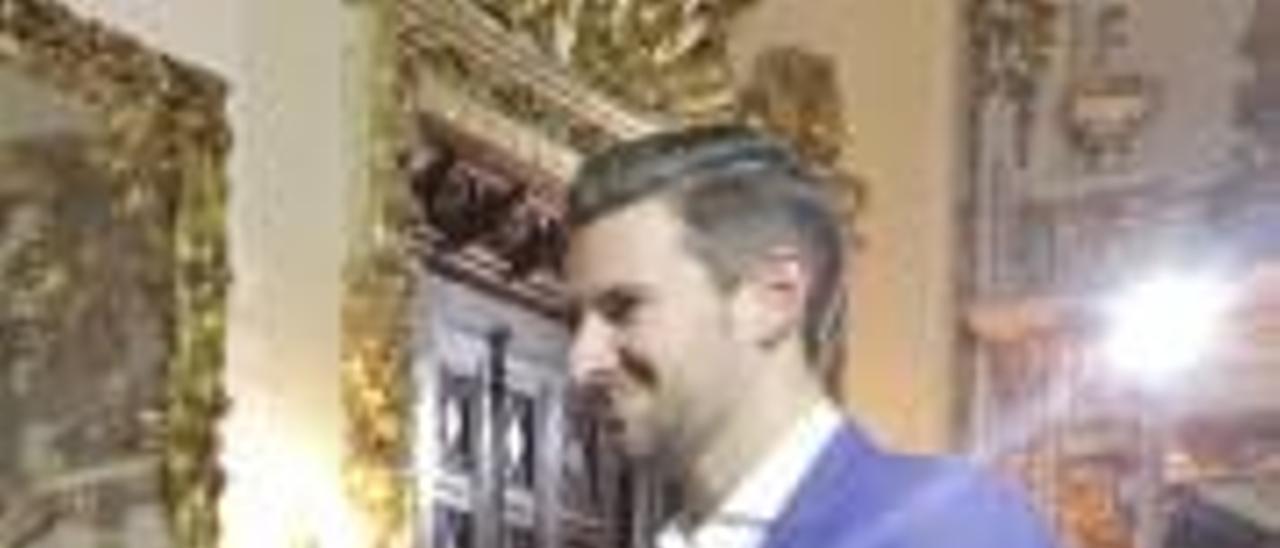 Gandia Glamur y solidaridad en el Palau Ducal en el desfile de ropa reciclada a cargo de Cáritas de Gandia