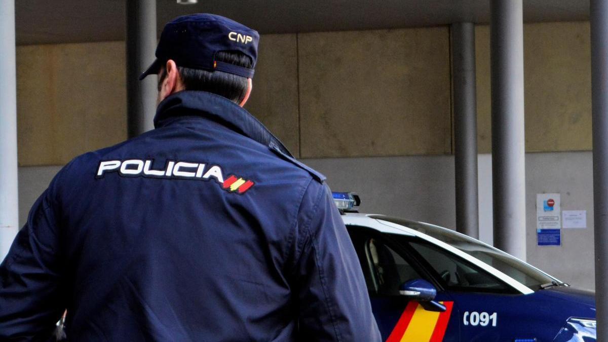 Un agente de la Policía Nacional / A. Álvarez