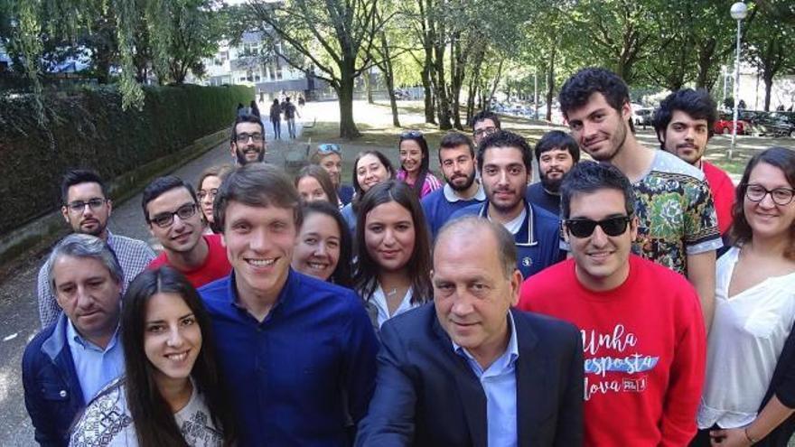 """Leiceaga ofrece el PSdeG a los jóvenes para """"rebelarse"""""""