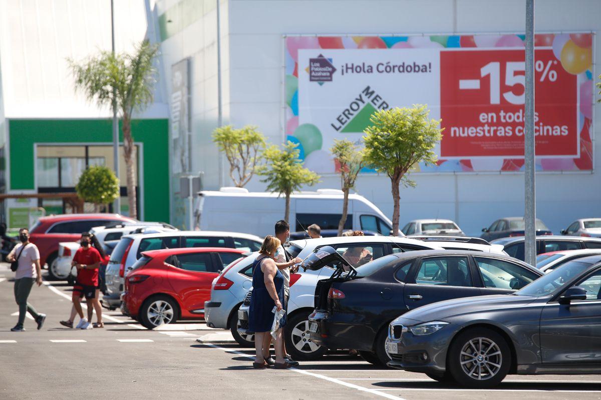 El Parque Comercial Los Patios de Azahara se estrena con lleno hasta la bandera