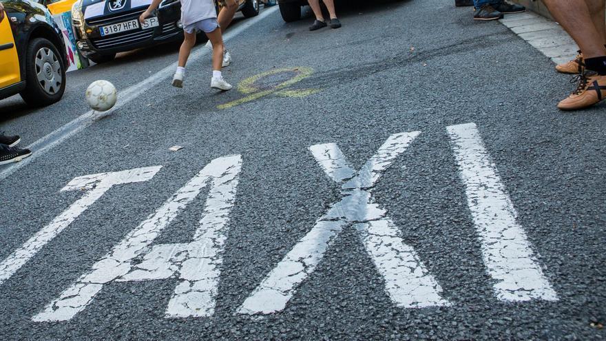 El Ayuntamiento de Llanes reduce al 50 por ciento el servicio de taxi en el municipio